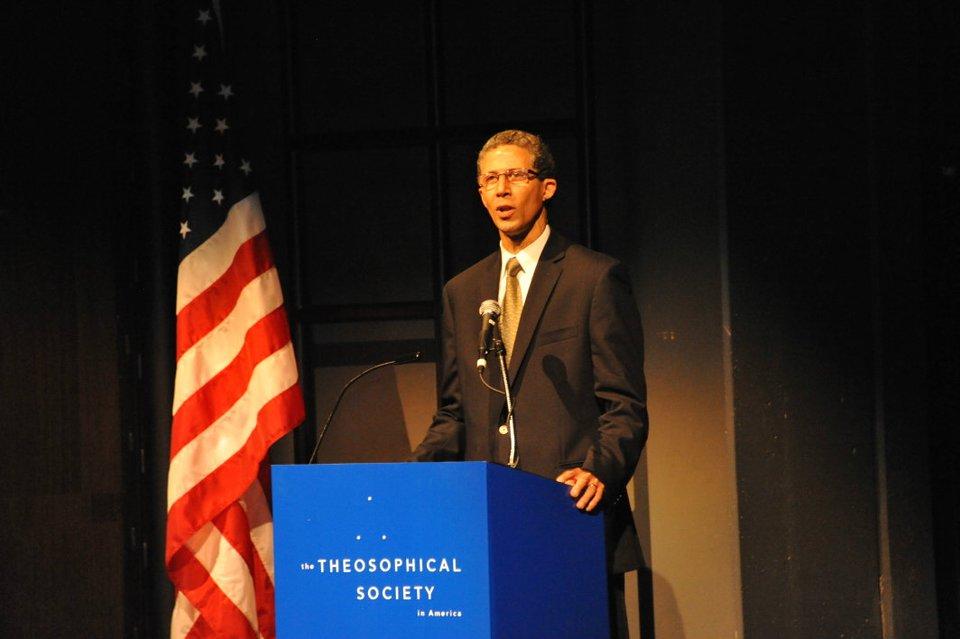 Video della Conferenza del presidente internazionale della Società Teosofica, Tim Boyd, durante in 100' congresso Italiano a Vicenza, sabato 7/6/2014 (6/6)